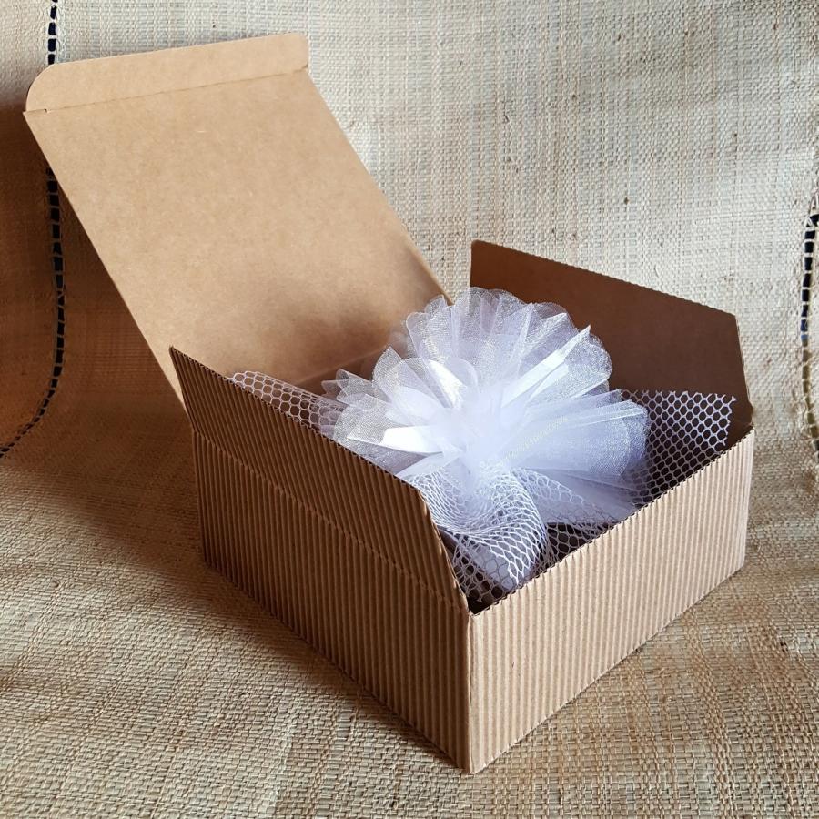 bomboniera di ceramica con confetti in scatola