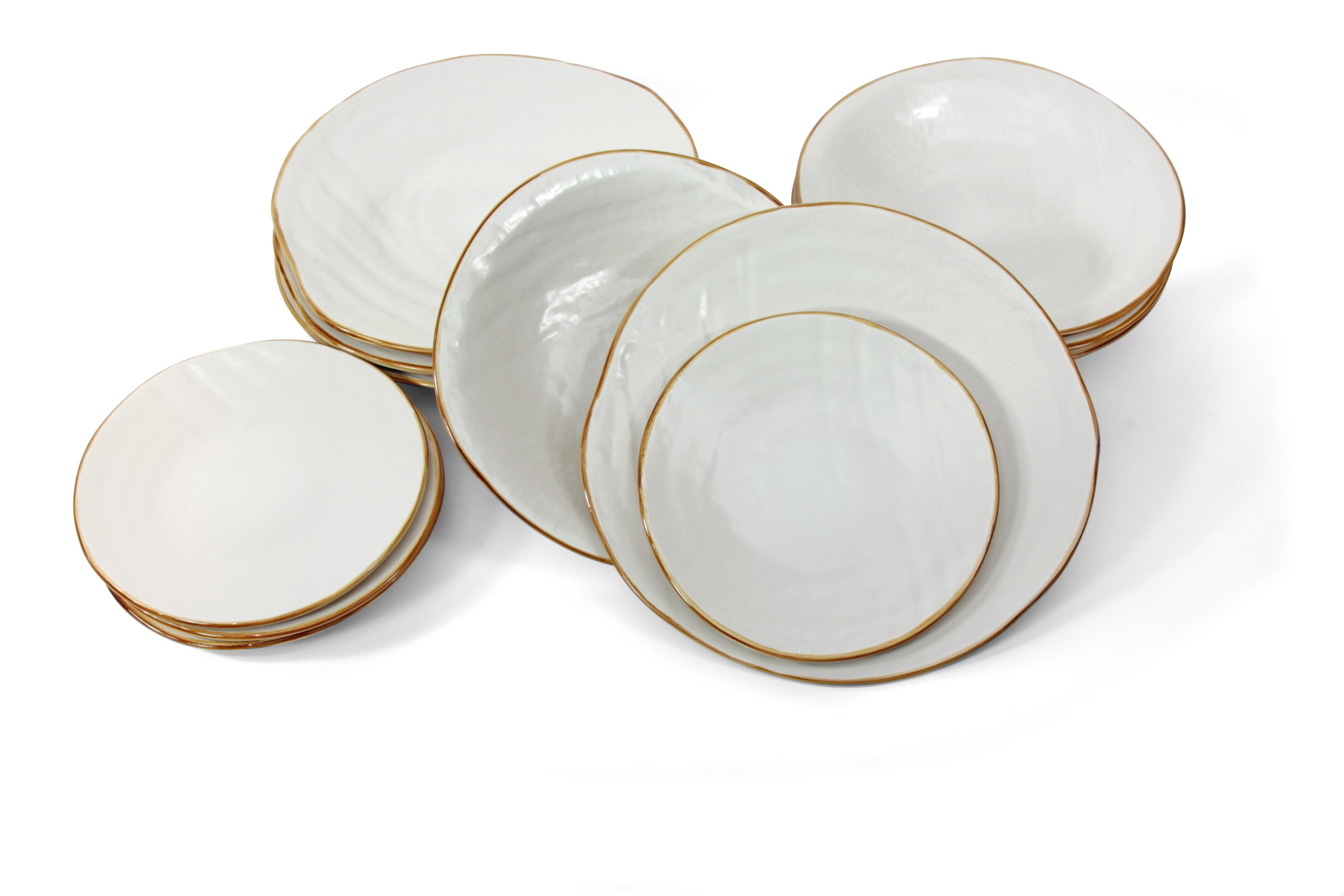 piatti bianchi dipinti a mano